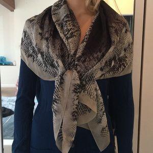 Saks Fifth Avenue 100% Silk Blk & Gray XLrg  Scarf